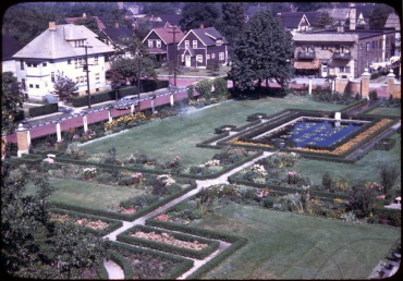 51-18 Collinwood Memorial Garden Photograph (Om3346)
