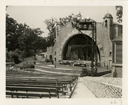 11-48 Amphitheater at the Toledo Zoo