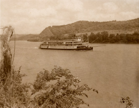 10-84 Delta Queen, Steamboat