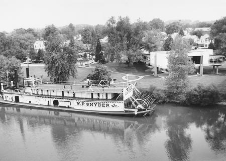 19-84 Steamboat W. P. Snyder Jr. at the Ohio River Museum